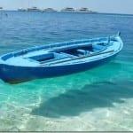 βάρκα επιπλέει