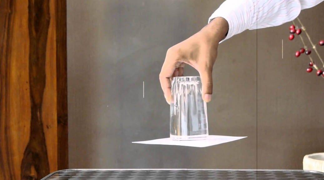 ανάποδο ποτήρι με νερό που δε χύνεται