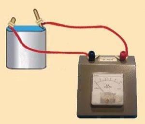 μπαταρία με βολτόμετρο